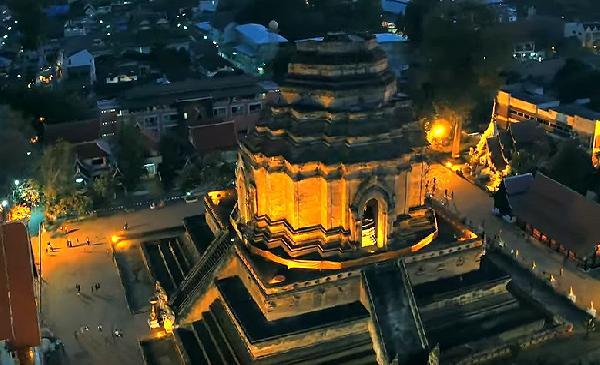 Video Wat Chedi Luang in der Dämmerung