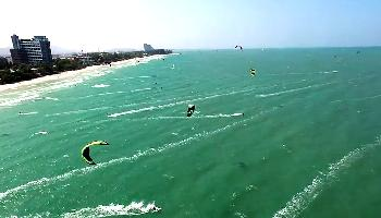 Kiting am Hua Hin Beach -  gute Brise Sport + Spass