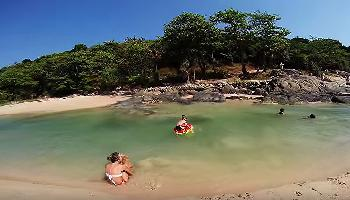 Baden im Süsswasser am Nai Harn Beach Phuket - Phuket Video