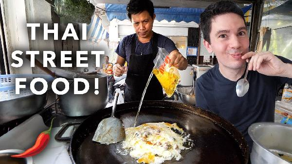 Play Bangkok Street Food Tour in Phetchaburi Soi 5