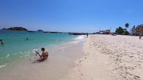 Play Sunrise Beach auf Koh Lipe